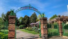 Sandford Park Cheltenham entrance