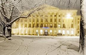 The Queen's Hotel in snow
